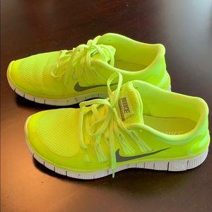 NIKE FREE size 9.5 (fits like a 9) running shoe